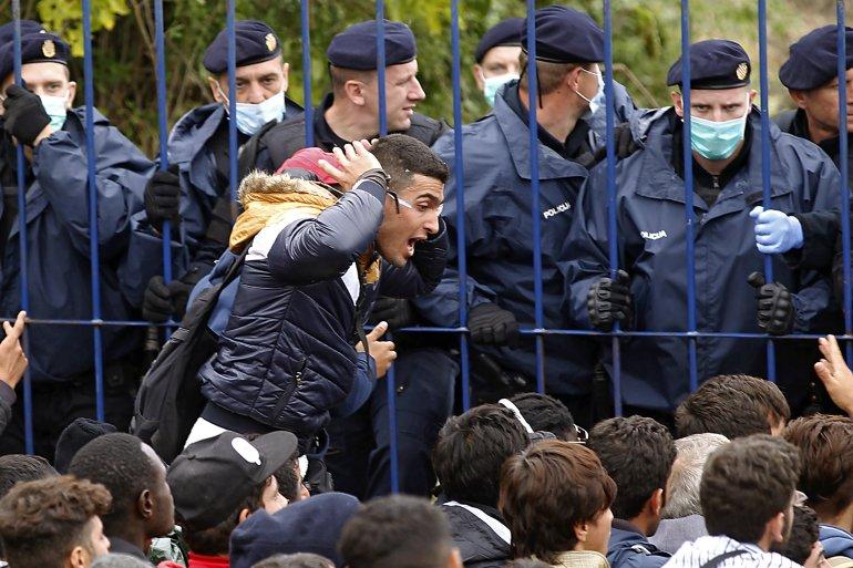 Humanitarci: Hrvatska policija nasilna prema izbjeglicama | Izbjeglička  kriza Vijesti | Al Jazeera