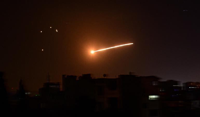 Izrael je izvršio stotine raketnih i uračnih udara na vojne položaje proiranskih frakcija u ratom razorenoj Siriji (AFP)