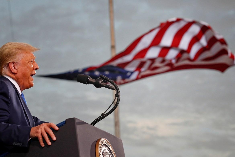 Američki predsjednik Donald Trump govori tokom predizbornog skupa u Jacksonvilleu, Florida. (Reuters)