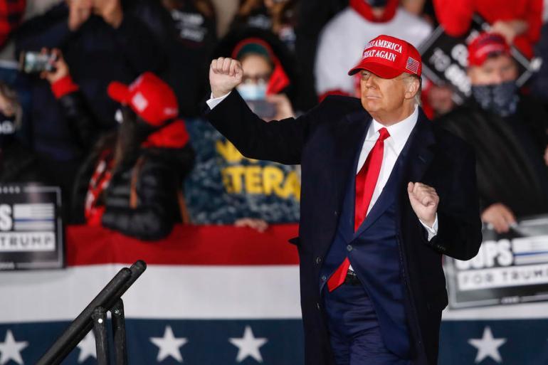 Nijedan budući predsjednik ne smije biti u iskušenju zato što je vidio da je Donald Trump prošao nekažnjeno, napisali su historičari (EPA)
