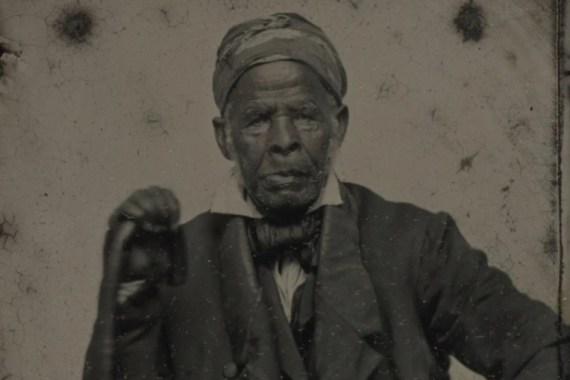 Omar ibn Said, rođen u Senegalu 1770, držao se islamskih praksi dok je bio u ropstvu u SAD-u [Biblioteka za rijetke knjige i rukopise Beinecke, Univerzitet Yale]