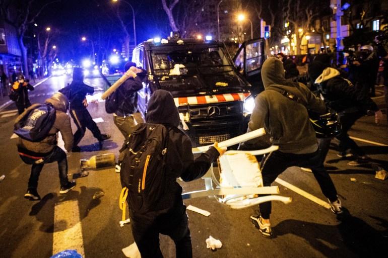 U Madridu i Barceloni počeli neredi na ulicama zbog hapšenja repera koji je zazivao ukidanje monarhije i vješanje kralja H_56705456