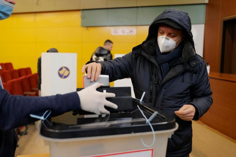 Pravo glasa, prema zvaničnim podacima Centralne izborne komisije, imala su 1.794.862 građanina Kosova (EPA)
