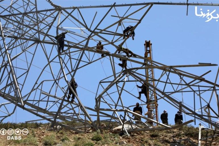 Fotografija koju je podijelila afganistanska nacionalna kompanija za električnu energiju pokazuje dalekovod koju su uništili talibani (Ustupljeno Al Jazeeri)