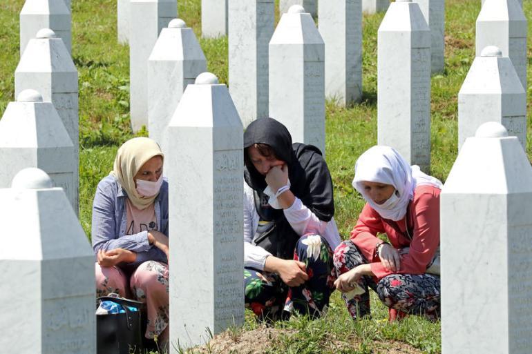 Srebrenica nas bolno podsjeća na potrebu da se čvrsto i odlučno založimo za mir i ljudsko dostojanstvo, poručeno je iz Brisela (EPA)