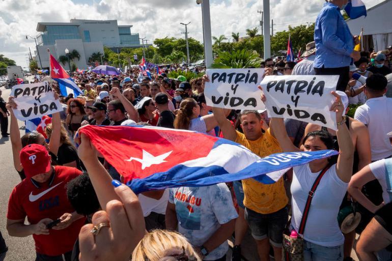 U etru između Havane, Vašingtona i Majamija protesti su izazvali cunami velikih reči i pojmova: Revolucija i kontrarevolucija, demokratija i diktatura, otadžbina, patriotizam, komunizam, imperijalizam, izdaja (EPA)