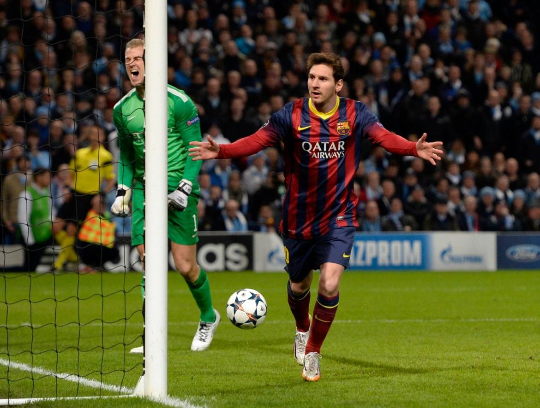 Messi slavi nakon što je zabio jedanaesterac pored golmana Manchester Cityja Joea Harta (lijevo) tokom nogometne utakmice Lige prvaka na stadionu Etihad u Manchesteru, 18. februara 2014. [Nigel Roddis/Reuters]
