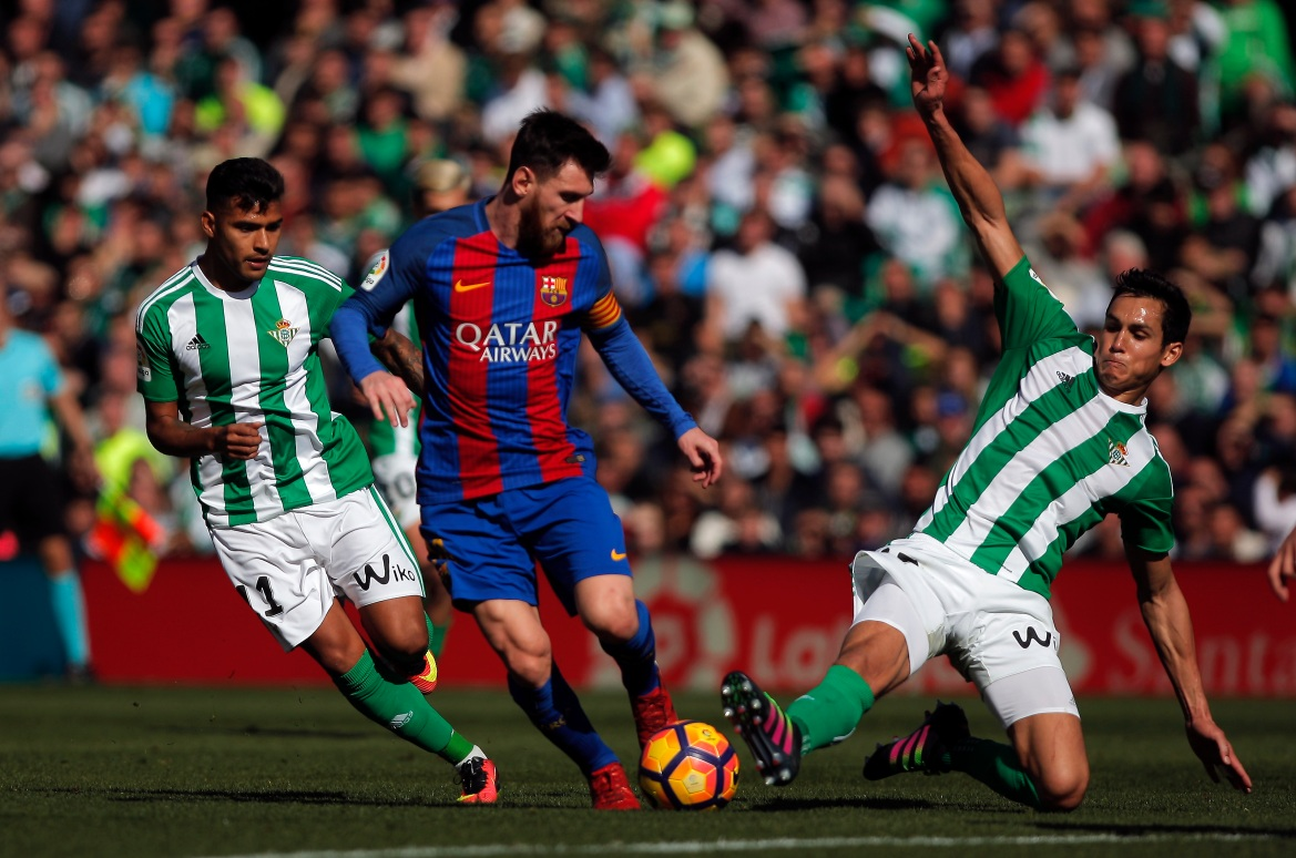 Messi i Realov Betis Mandi na djelu na stadionu Benito Villamarin u Sevilli, Španija, 29. januar 2017. [Jon Nazca/Reuters]