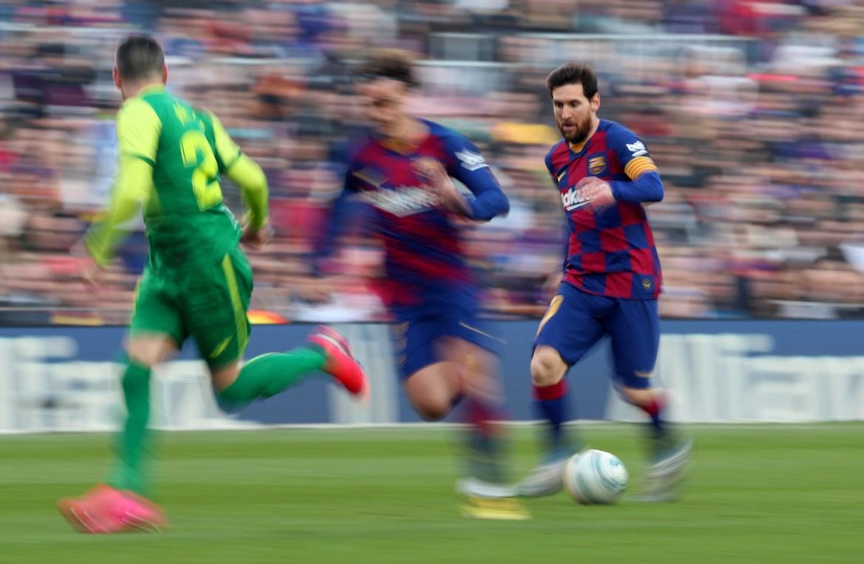 Messi protiv Eibara na Camp Nouu dok je još uvijek bilo dopušteno prisustvo navijača prije pandemije. [Albert Gea/Reuters]