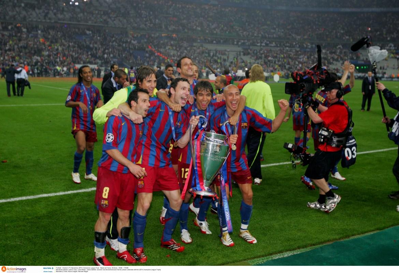 Barcelonini Giuly, Messi, Belletti, Van Bronckhorst i Larsson slave 2006. godine trofej UEFA Lige prvaka [Action Images / Michael Regan via Reuters]