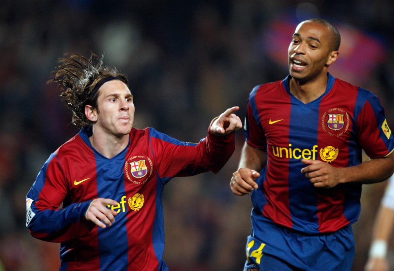 Messi (lijevo) slavi pogodak s Henryjem tokom utakmice Španske lige na stadionu Camp Nou u Barceloni, 2007. [Albert Gea/Reuters]