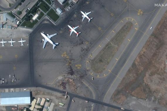 Guverner Centralne banke Afganistana napustio je zemlju vojnim avionom (Reuters)
