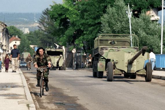 Srbi su planirali napasti tri tadašnje enklave u Istočnoj Bosni: Žepu, Srebrenicu i Goražde, a sljedeći cilj bio bi Bihać, napisao je bivši američki ambasador u NATO savezu Ivo Daalder (EPA)