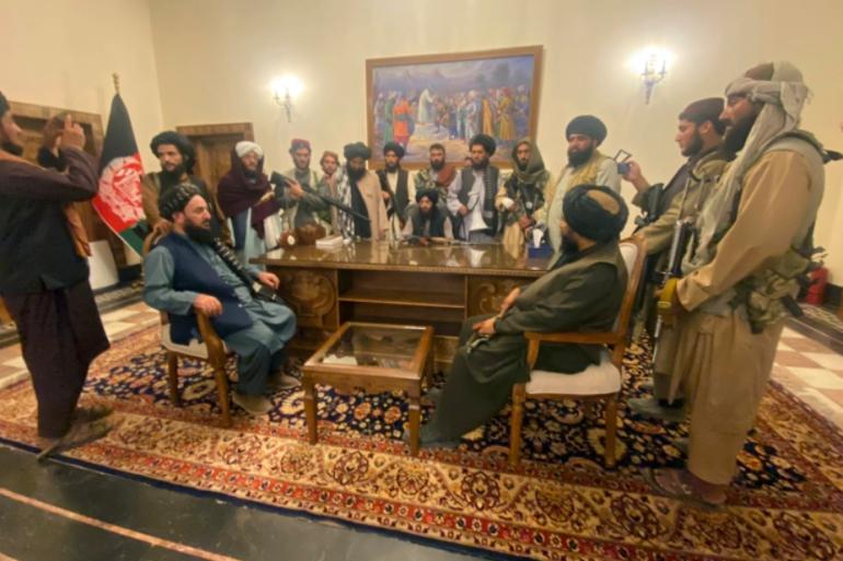 SAD je možda osvojio neka srca i umove, pogotovo u Kabulu, gdje je ostavio nebrojenu sumu novca, ali Afganistanci su znali duboko u svojim srcima da će Amerika otići prije ili kasnije, i da će se morati nositi sa talibanima (AP)
