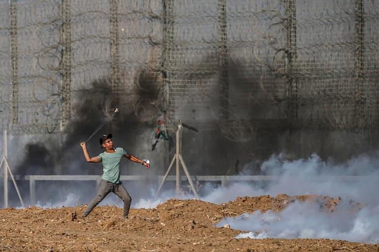 Udari su izvedeni nekoliko sati nakon što su izraelski vojnici zapucali na okupljene mlade Palestince koji su demonstrirali kod ograde koja razdvaja Gazu i Izrael (EPA)