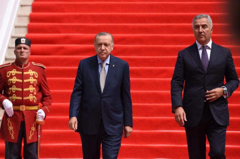 Turski predsjednik Recep Tayyip Erdogan (lijevo) i njegov crnogorski kolega Milo Đukanović (EPA)