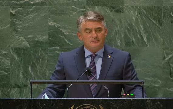 Predsjedavajući Predsjedništva BiH Željko Komšić tokom govora na generalnoj debati 76. zasjedanja Generalne skupštine Ujedinjenih naroda u New Yorku (YouTube)